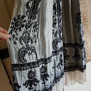 Black and cream maxi dress.SUPER CUTE